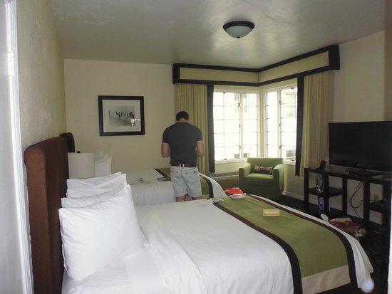 Essex House: Corner Room