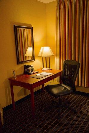 Clarion Inn  & Suites Miami Airport: Work area