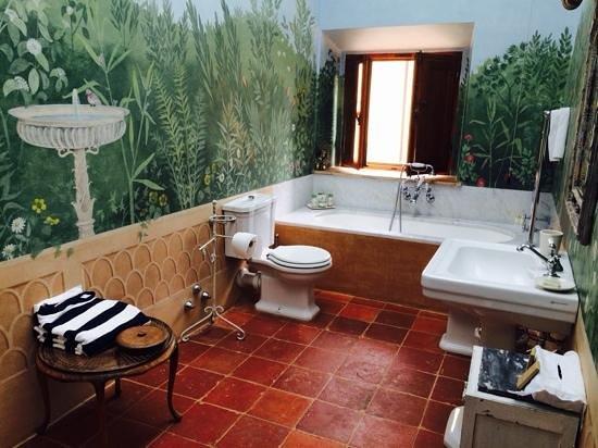 Borgo Pignano: il bagno della suite sala musica