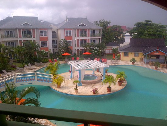 Bay Gardens Beach Resort: view from my suite pool view room 511