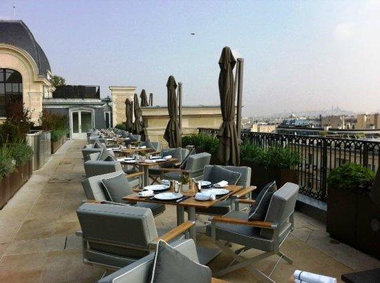 Terrace picture of l 39 oiseau blanc restaurant paris for Restaurant avec terrasse ile de france