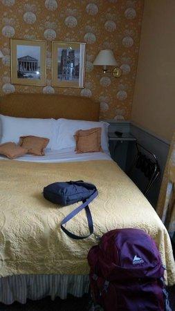 Hotel du Champ de Mars: comfy bed
