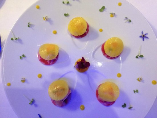 Five Seas Hotel Cannes : Crab with mango starter