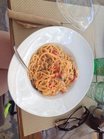 Trattoria Tezoro: Spaghetti with chicken