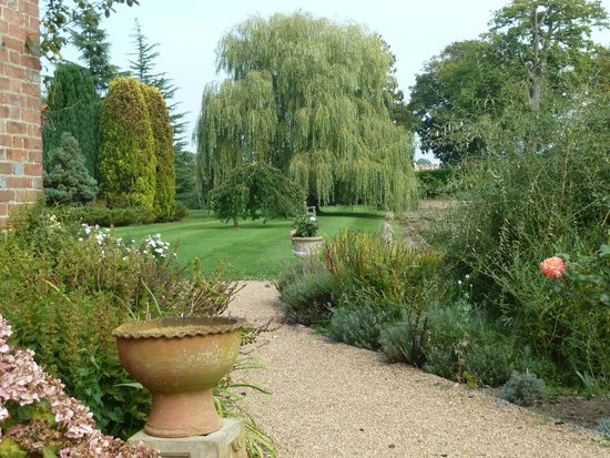 Starborough Manor: Garden