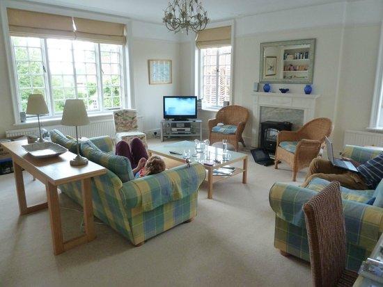 Starborough Manor: Lounge