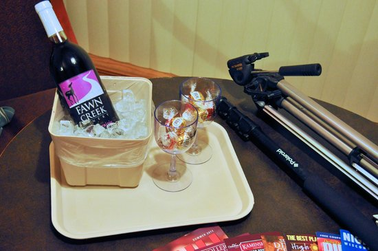 Ambers Hideaway: Part of the romance add-on (bottle of wine, glasses, and chocolates).