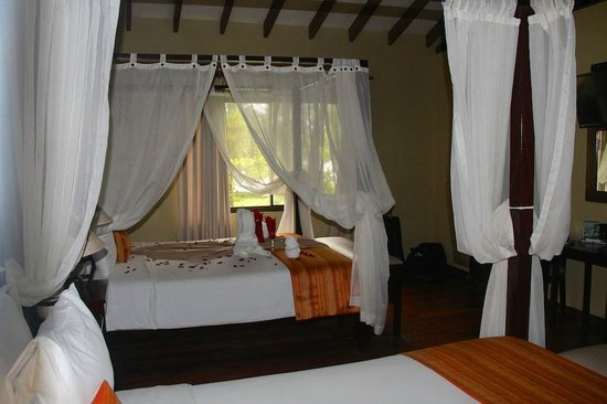 Manatus Hotel: Room with two large beds to chose from