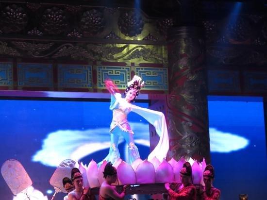 Tang GeWu He JiaoZi Yan: tang dynasty performer