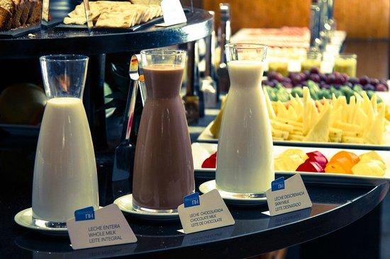 NH Ciudad de Santiago: Desayuno Buffet / Buffet Breakfast