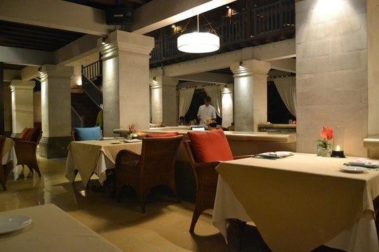 Mezzanine Bar & Restaurant: Restaurant von Innen