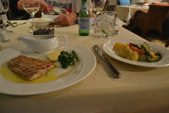 Mezzanine Bar & Restaurant: Mahi Mahi vom Grill