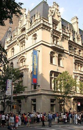 The Jewish Museum: The corner side of Jewish Museum