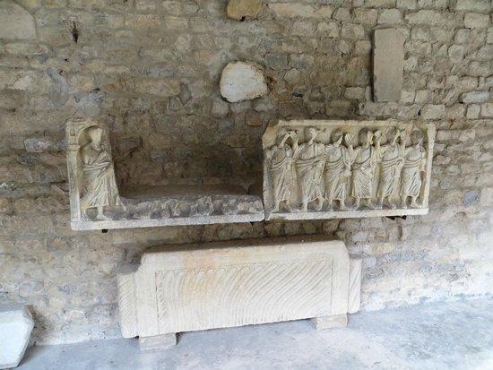 Cathédrale Notre-Dame de Nazareth : sarcophagus