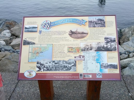 Shaw Centre for the Salish Sea: Nice signage to let you know some historic facts about the waterfront.