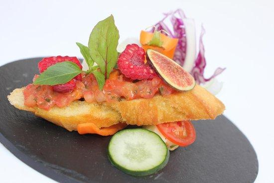 L'invitation Gourmande: Tartine de tartare de tomate