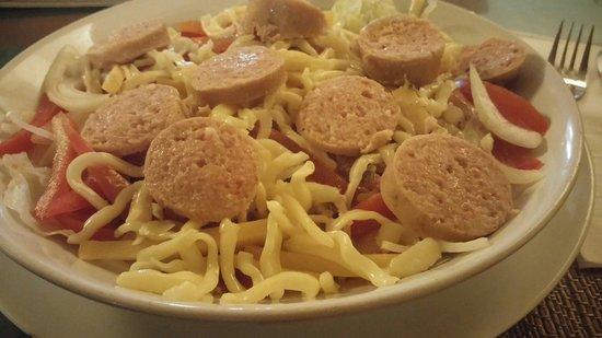 Ya Udah Bistro : Wurst käse salat. Slices of fleischwurst with emmentaler n' cheese with tomato, onion, cucumber,