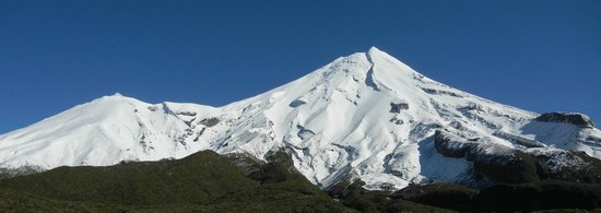 Ngati Ruanui Stratford Mountain House Hotel: View of Mount Taranaki from nearby scenic lookout