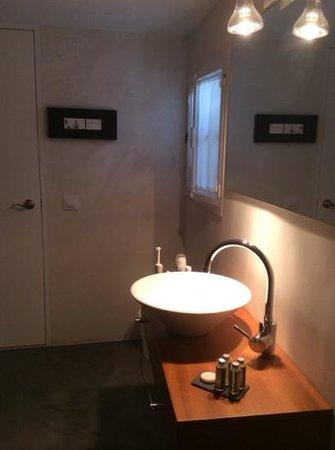 Cheap&Chic Hotel: bathroom