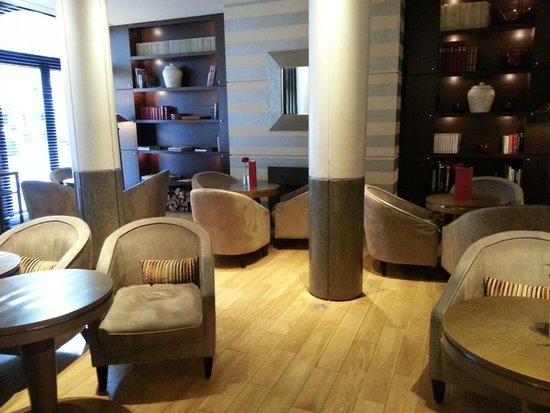 Radisson Blu Hotel Champs Elysees, Paris: Lobby