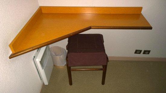 """Hotel La Nonette : Un petit espace """"bureau"""""""
