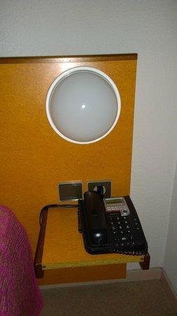 Hotel La Nonette : La table de nuit