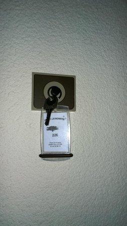 Hotel La Nonette : L'emplacement pour la clé (du moins je crois que c'est ça)