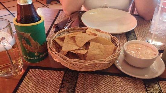 Gringos Cantina Mexican Restaurant: Nachos & Chang