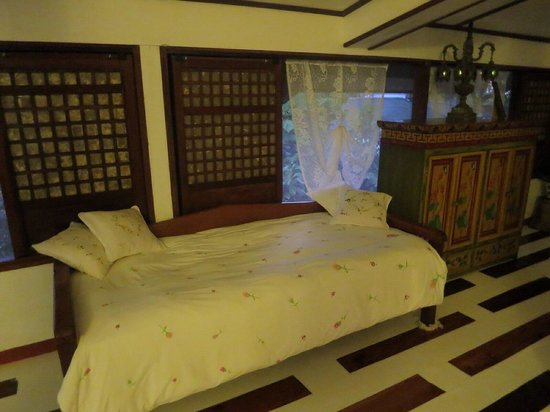 Sonya's Garden B&B: I want this bed!