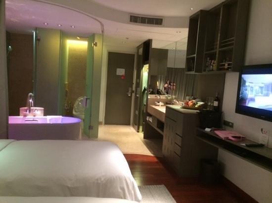 LiT BANGKOK Hotel: room