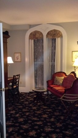 The Sayre Mansion Inn: energy capture thats not in the previous or following pic of same space :) rm 24