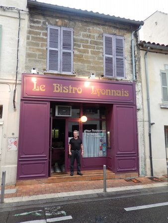 Le Bistrot Lyonnais : Chef Ives, early in the morning preparing the next day's meals.