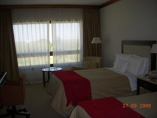 Sheraton Colonia Golf & Spa Resort : Cómoda habitación.