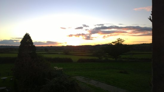 Fosse Manor Hotel: sunset from our room