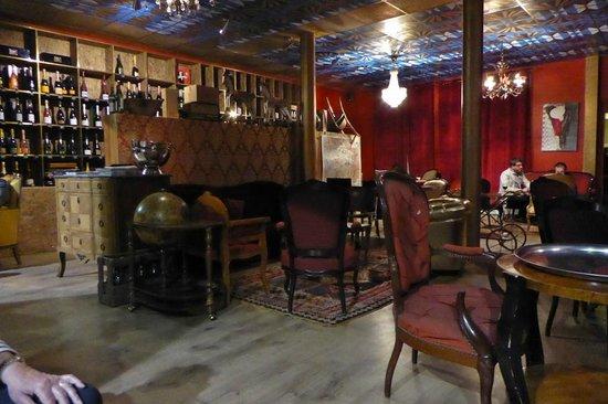 le clos reims picture of le clos reims reims. Black Bedroom Furniture Sets. Home Design Ideas