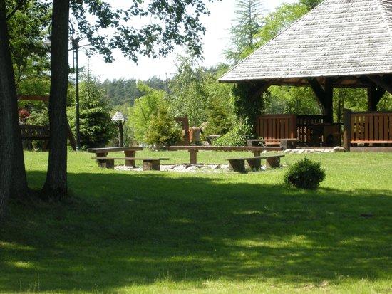 Dwor Dobarz: The gardens