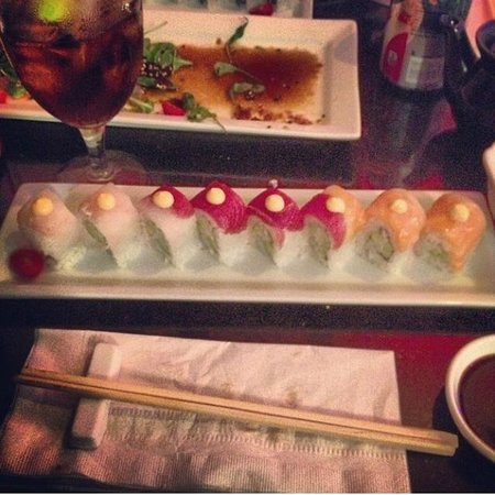 Gaysha New World Sushi Bar: Rainbow Roll