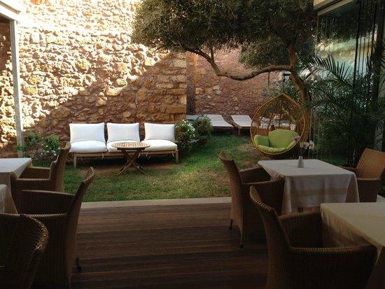 Monastery Boutique Hotel: Breakfast Area / Patio