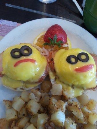 Yummies Bistro: Eggs Benedict