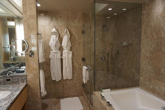 Four Seasons Hotel New York: Bathroom