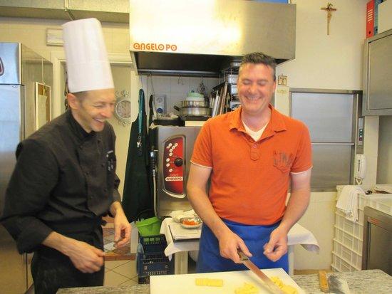 Ristorante Le Gemme di Artemisia : just laughing in a kitchen