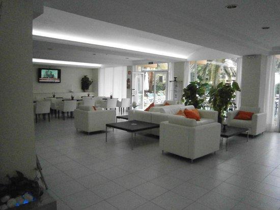 Aparthotel Ferrer Maristany : Hotel lounge