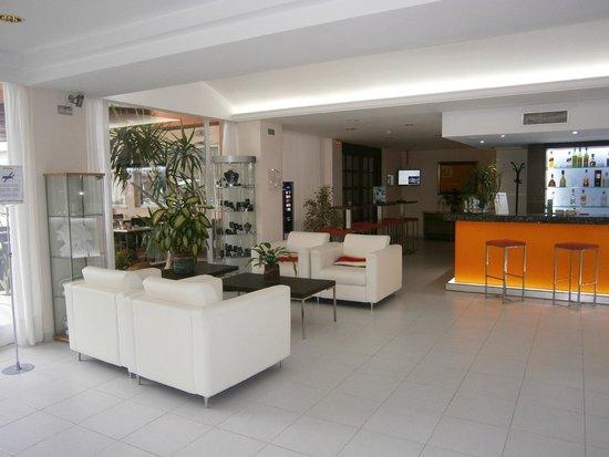 Aparthotel Ferrer Maristany: Hotel reception/lounge