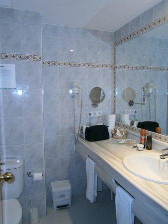 Aparthotel Ferrer Maristany : Bathroom