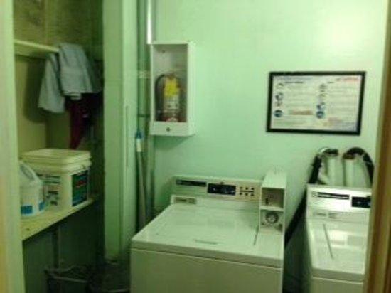 Super 8 San Francisco/Union Square Area: laverie des client qui sert aussi à l'hôtel