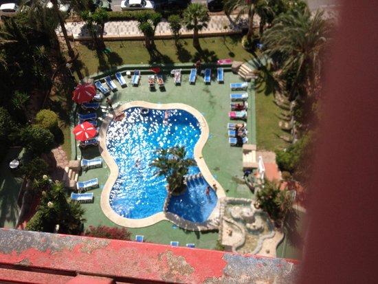 Apartamentos El Faro: Pool