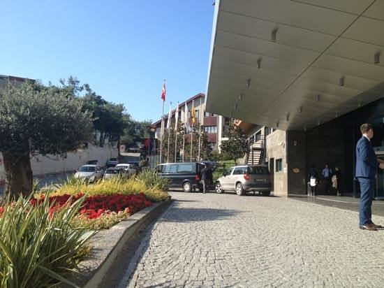 Radisson Blu Hotel & Spa - Istanbul Tuzla : The front part of the hotel