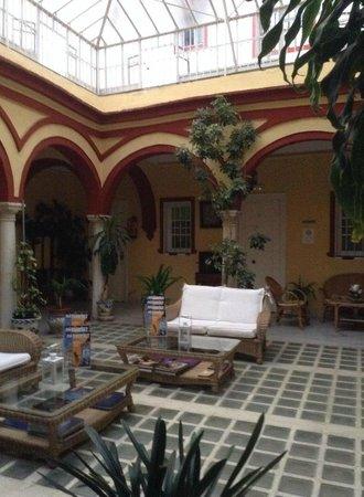Hostal Sierpes: patio 1e verdieping
