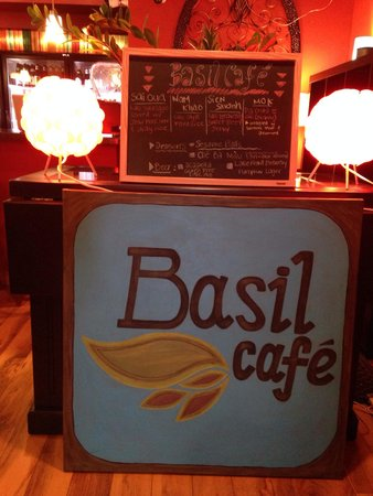 Basil Cafe: Spotlessly clean (including bathrooms!) large facility,