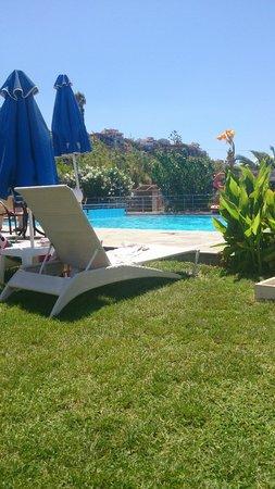Rania Beach Hotel: Poolområdet